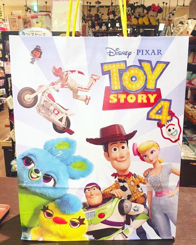 ✩本日はトイストーリー3が放送されますね(◡̈)/⋆タカラトミー・タカラトミーアーツの商品を税込1,000円以上お買い上げでペーパーバッグをプレゼント!!⋆税抜2,000円以上でトイストーリー4おたのしみDVD2019もプレゼントしております!!⋆なくなり次第終了となりますのでgetしたい!!という方はお早めにCheckされてみてくださいね!!⋆⋆#disney#ディズニー#toystory#toystory4#トイストーリー#トイストーリー4#トイストーリーグッズ#ウッディ#バズ#バズライトイヤー#ジェシー#ボーピープ#リトルグリーンメン#ロッツォ#フォーキー#バニー#ダッキー#ダッキーとバニー#かわいい#cute#おもちゃ#ぬいぐるみ#タカラトミー#プレゼント#こびとたちがつくったお店#zaccania#ザッカニア#流山おおたかの森#流山おおたかの森sc#おおたかの森